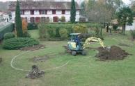 A medenceépítés első lépése a földkiemelés