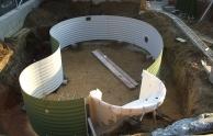 A medence építés következő lépése a lemezek összeszerelése