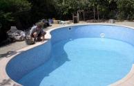 A feltöltés az úszómedence építés utolsó lépése