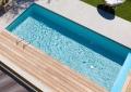 Kis téglalap alakú medence