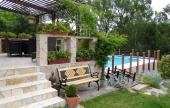 A kert gondos tervezése és kivitelezése a tulajdonosokat dícséri